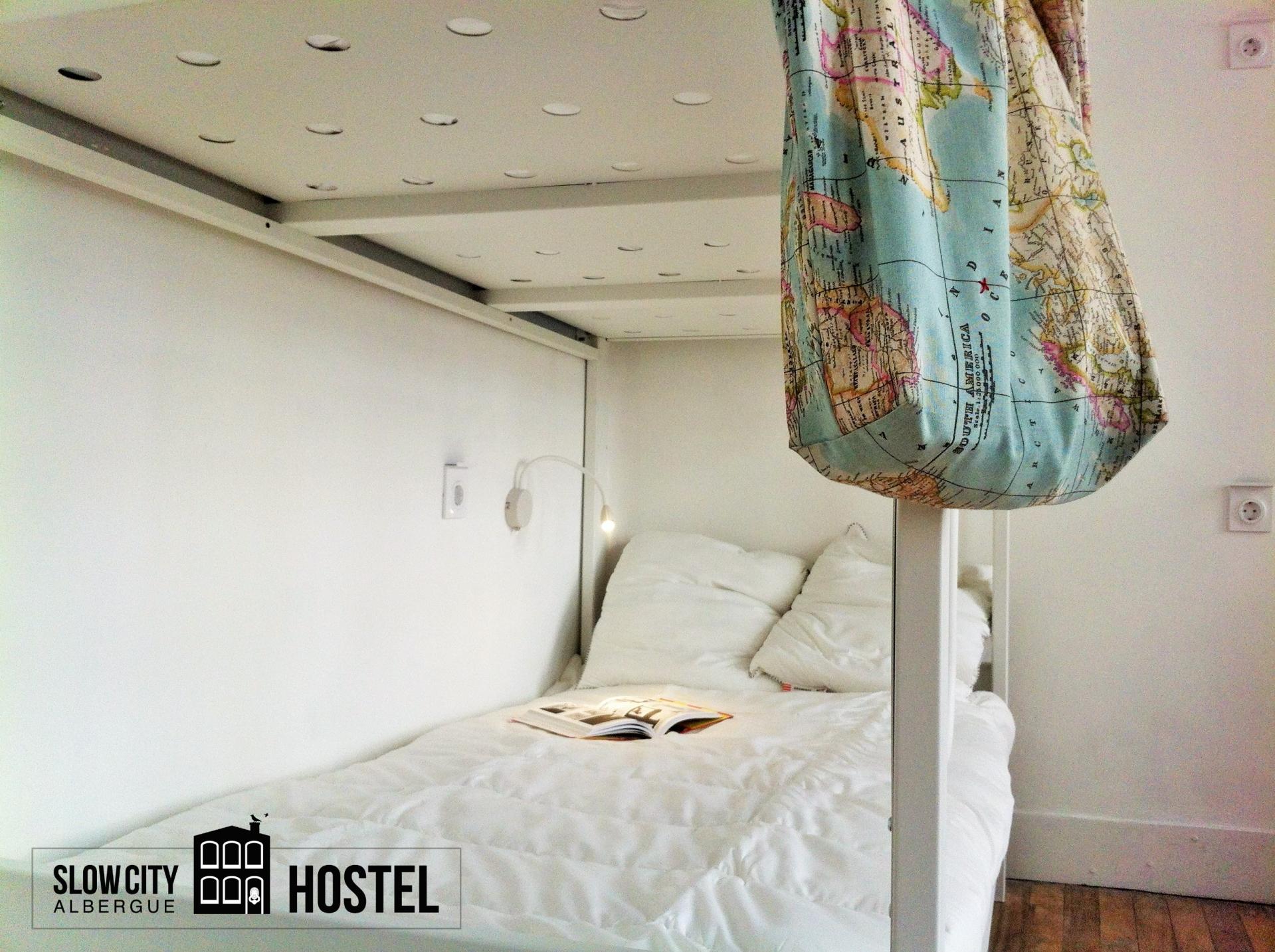 Bunk in slow city hostel Pontevedra