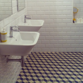 The bathroom was desing and built in 2015 attending to the 20´s spirit