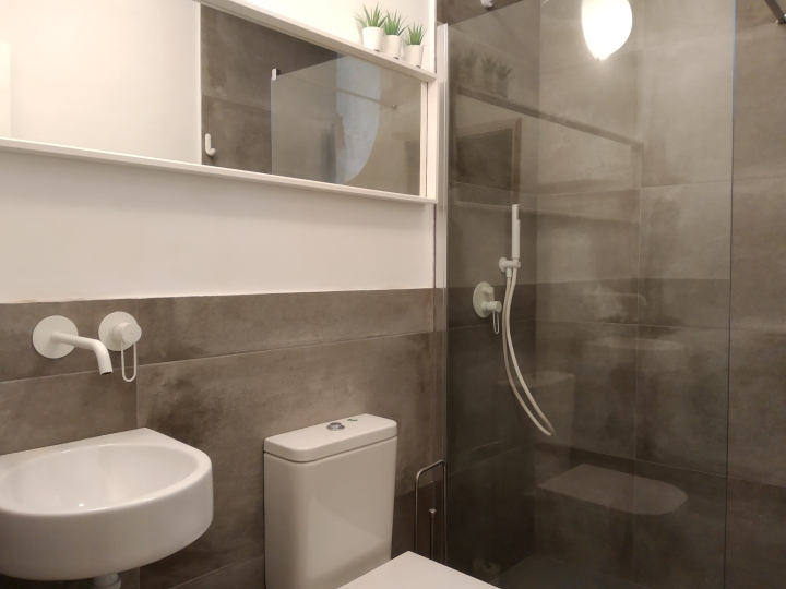 baño con ducha apt slow pontevedra